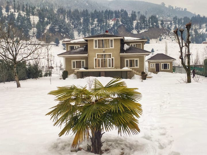 Whistling Woods Cottage by the Sind, Kashmir