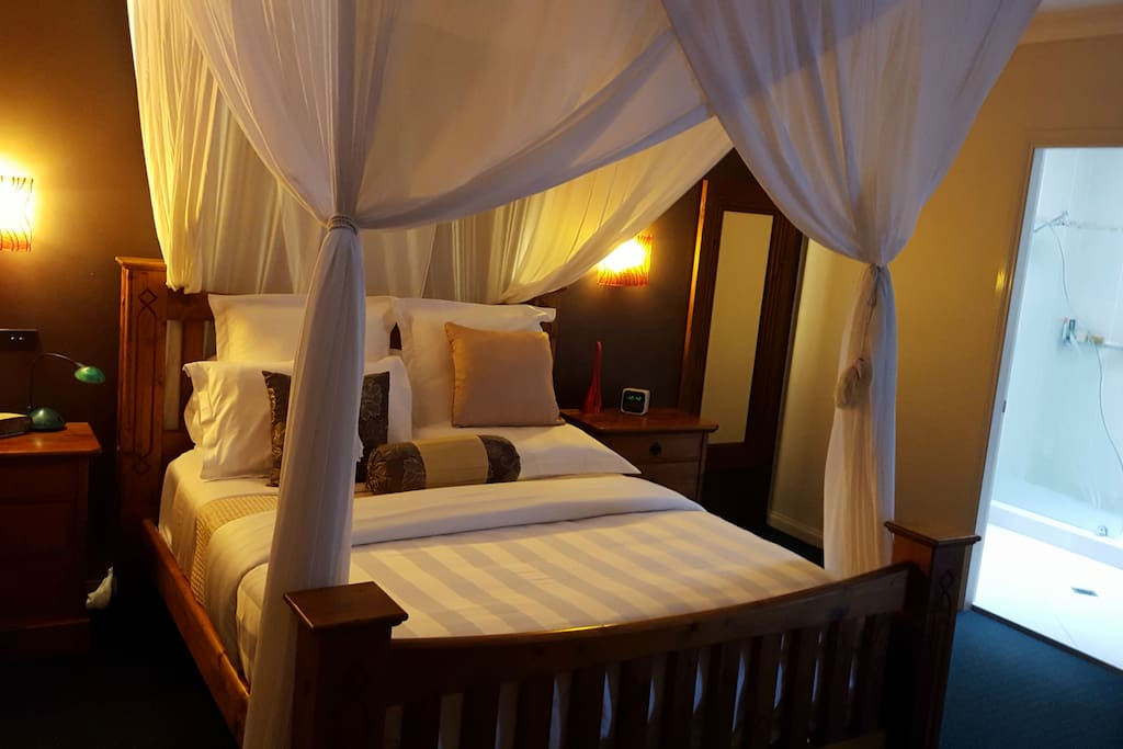 The master bedroom has a queen size bed with high quality linen, 34cm TV, reverse cycle air conditioner and an ensuite