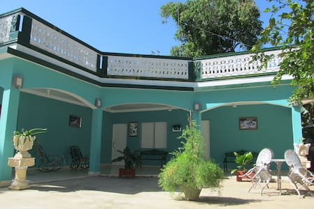 Hostal Villa El Caney - Moron - House