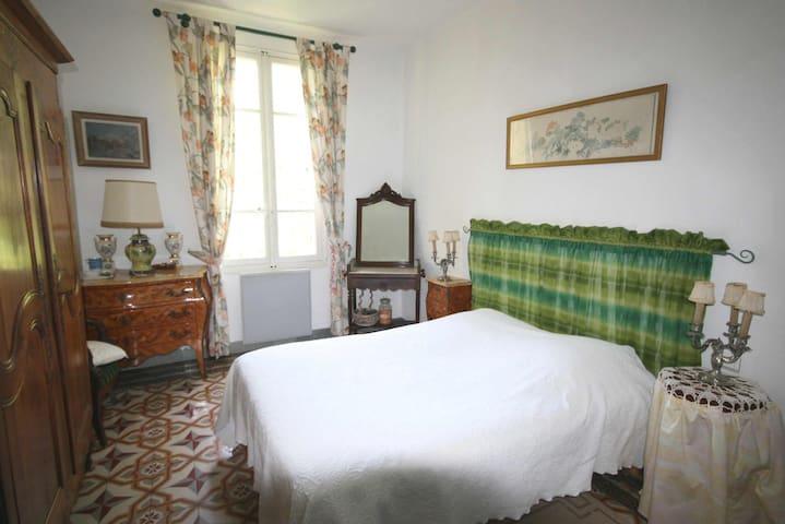 Au pied du Luberon, B&B (2V) dans Mas au calme - Cavaillon - Bed & Breakfast