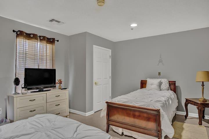 Ivy Gate Living Suite B