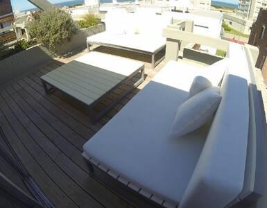 Beautiful penthouse style n/ ocean - 埃斯特角城 - 公寓
