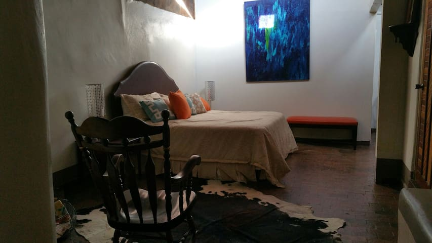 SW Style Condo in Old Town Close to Hotel ABQ