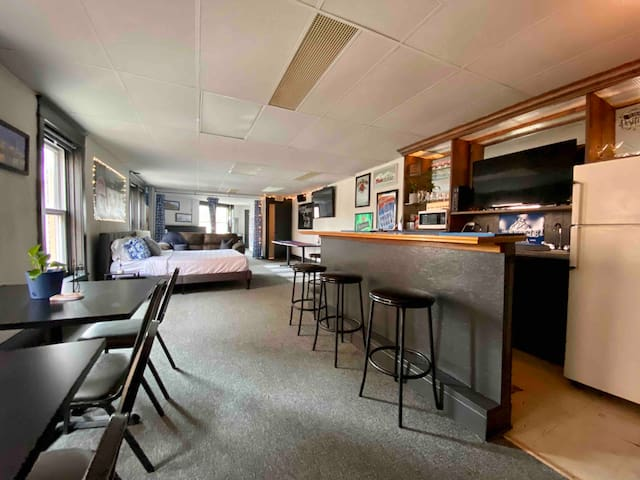Indy's Ultimate Party Pad - Dugout Bar Party Loft