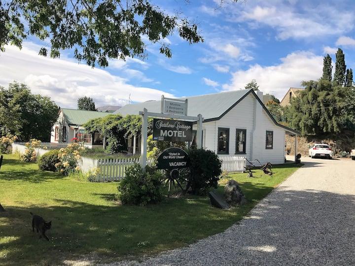 Settlers Cottage-Arrowtown-Sleeps 4