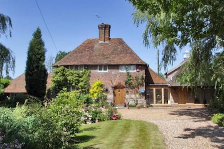 Historic 17th Century cottage 4 bed and gardens - House