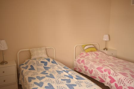 Private double room with twin beds - Waterloo - Hus