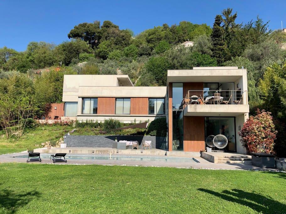 Villa contemporaine piscine vue mer villas louer for Location villa cote d azur piscine