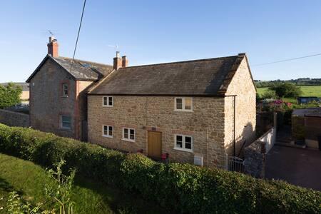 Beautiful cosy cottage in Dowlish Wake, S Somerset