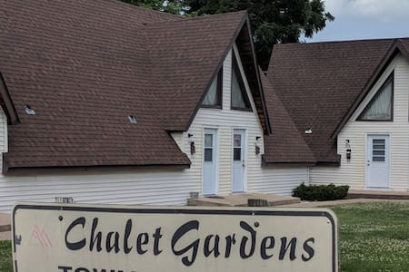 Chalet Gardens Town house on Rt 66