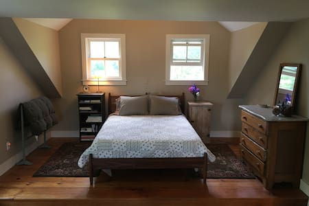 Restored Farmhouse in Bucolic Setting - Duxbury - Hus