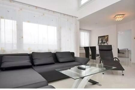 Wunderschöne Wohnung mit Aussicht in guter Lage - Stuttgart