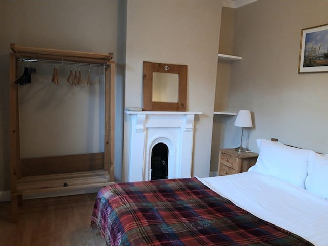 Cosy double room. Free  parking. Breakfast.