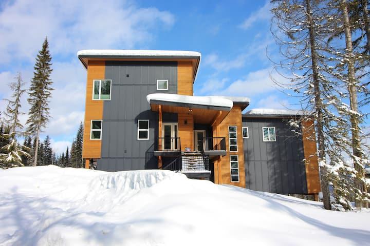 Ski-in/ Ski-out Modern Luxury Chalet