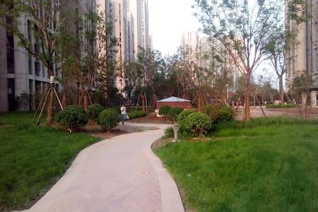 高层舒适主卧,有阳台,采光极佳,有暖气 - Zhengzhou - Apartemen