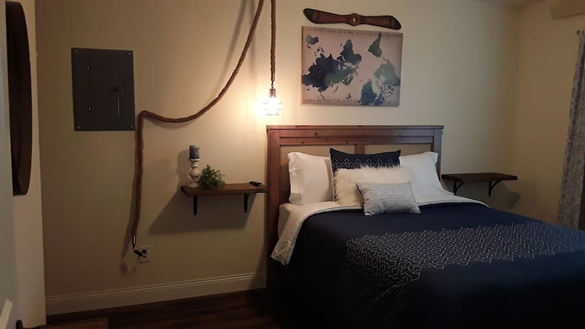 Travel themed decor with queen bed