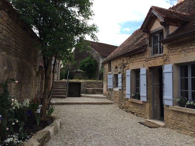Ancienne ferme du XVIII siècle - Lantilly - Haus