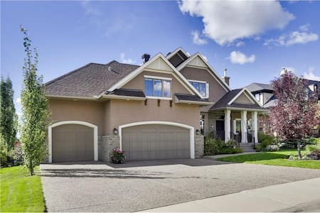 3 bed, 3.5 bath Luxurious house in Calgary,s best. - Calgary - Casa