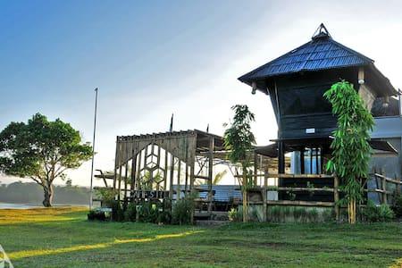 A Mountain Lake GLAMPING Experience near Manila!!! - Cavinti - Hut