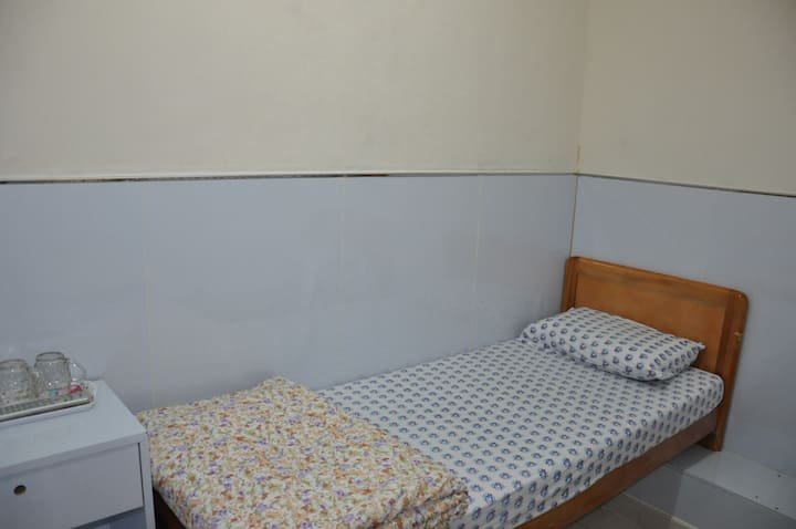 Single Room Shared Bathroom (Monthly Rent Special)