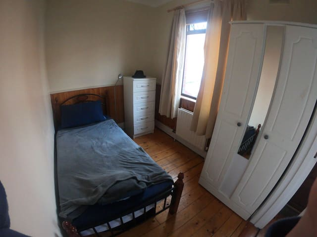Single room, close to centre & most attractions.
