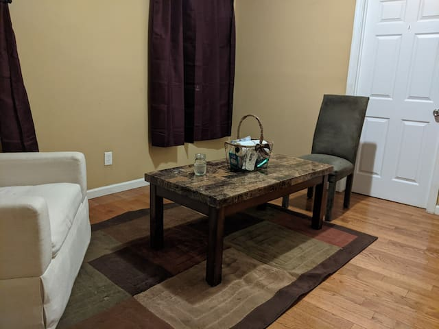 Single Apt near Newark Airport, NYC and much more
