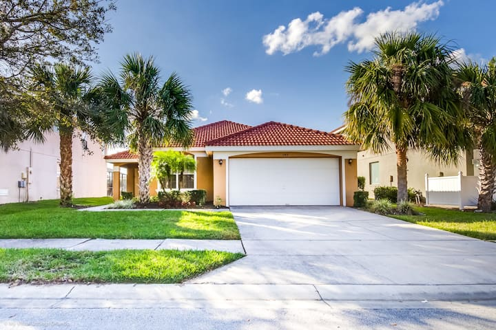 Stunning 4 Bed Home with Private pool and Spa 249RD