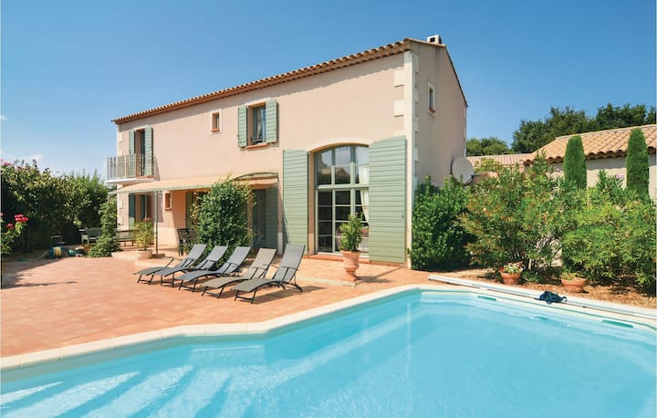 Beautiful home in Saint Remy de Provence with WiFi and 4 Bedrooms