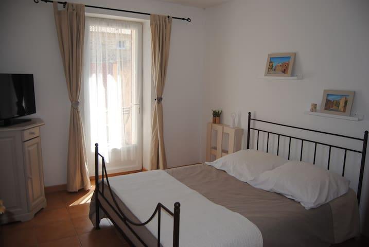Maison de l'amandier Chambre Noisette - Pougnadoresse - Apartament