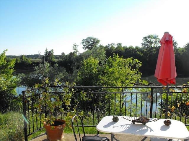 Chambre dans maison bord de Garonne à la campagne - Tonneins - ที่พักพร้อมอาหารเช้า