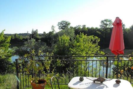 Chambre dans maison bord de Garonne à la campagne - Tonneins - 住宿加早餐