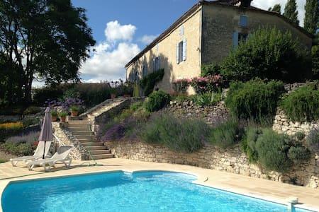 La Creche : très beau gite (75m²) avec piscine