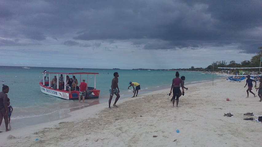 Water activities at Drifters Beach