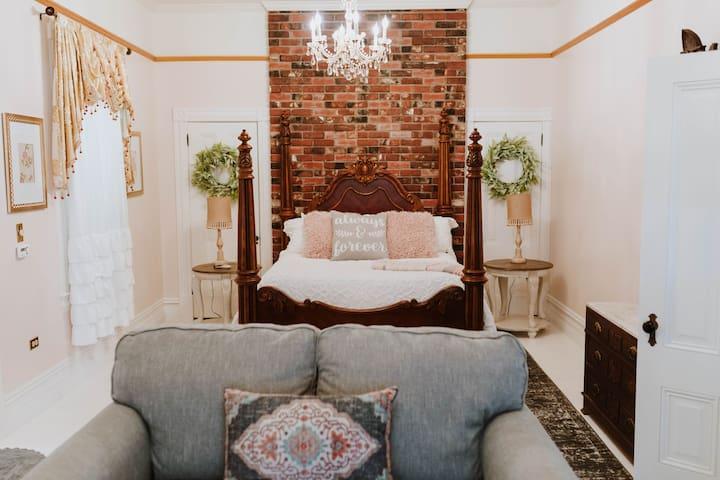 Royal Olive Manor - Magdalene Room