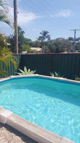Room with TV access 800 metres from water  Red Bay