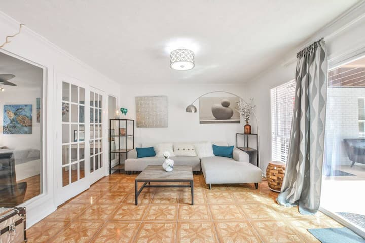 ❤️ Upscale Two Bed Apartment in a Perfect Location