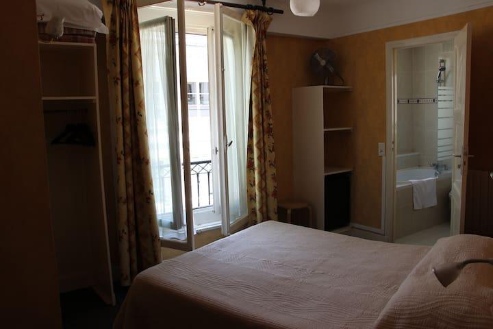 Private rooms in Saint-Germain-des-Pres Paris 6