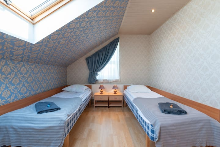 Nice & clean room in Villa with private bathroom