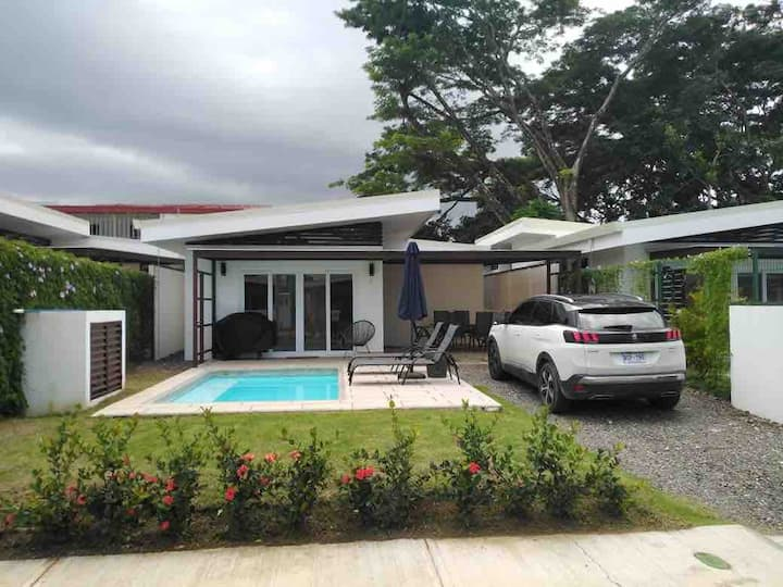Modern beach house in the center of Jaco