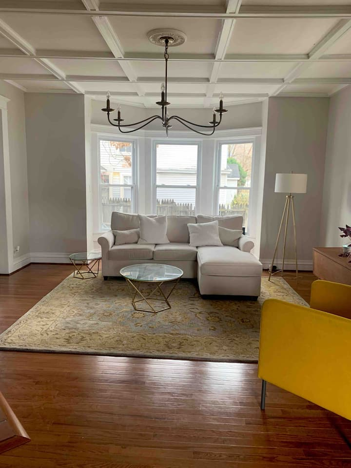Catskills Victorian home for  City getaway retreat