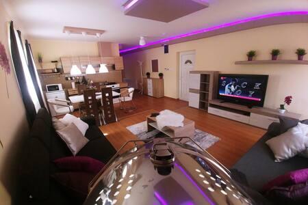 Sarok Apartmanház Violet Apartman