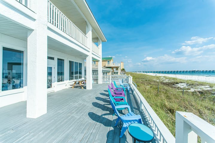 BEACHFRONT for 20! ☀ Walk to Pier Park ☀ 2 Step Sanitizing Process ☀ 6BR Fishers