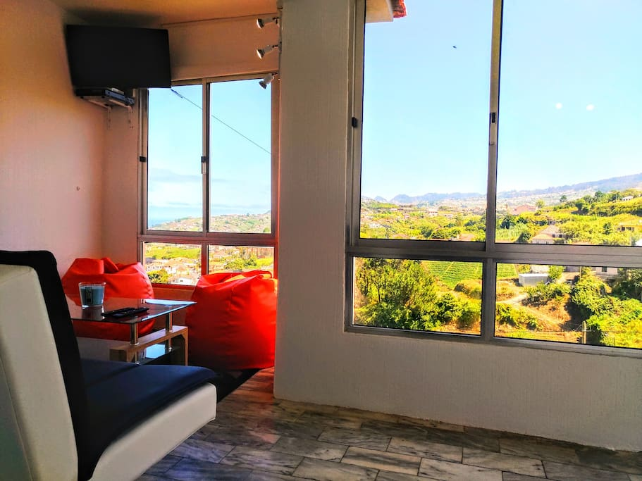 Living and TV room! Fantastic View!