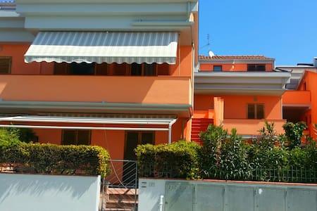 Miniappartamento a 50 mt dal mare - Apartamento