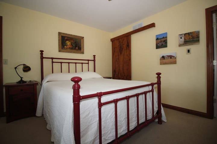 Queen size bed in downstairs bathroom