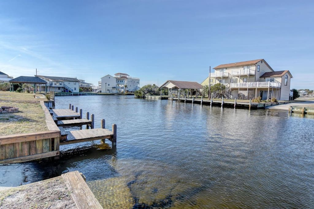 Private dock and private boat rasmp onto canal and intercoastal, fish, crab, float and enjoy. Great in late afternoon.