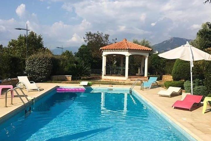 Aile de villa climatisée avec piscine à Porticcio