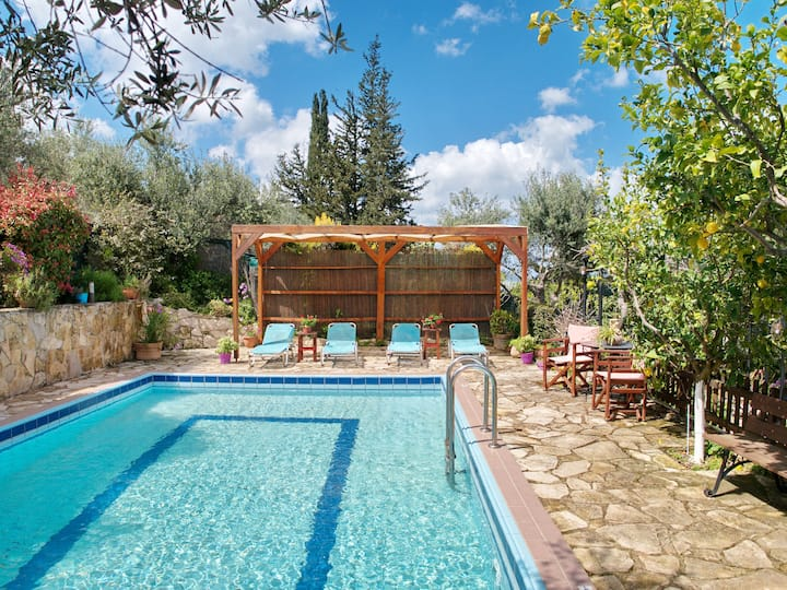Villa Toula con piscina, cerca de Armeni