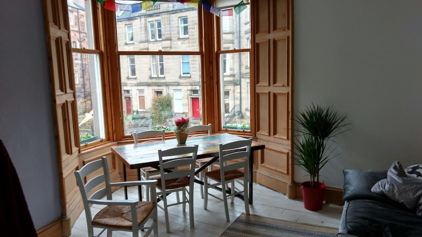 Spacious Double Room Close to City Centre - Edinburgh - Apartment