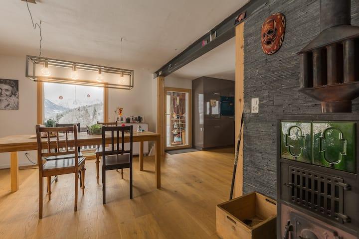 gemütliches Haus mit moderner Einrichtung